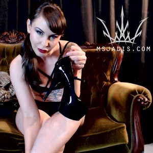 Mistress Jadis dangles high heels